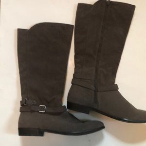 Gray Boots 10M